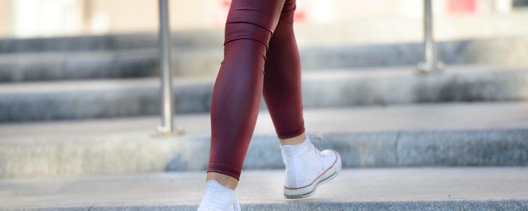 Con leggings puedes convertir un look sencillo en arreglado