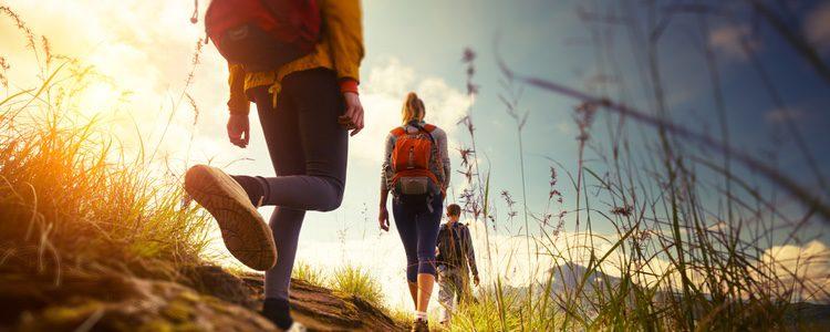 El senderismo es una de las actividades más relajantes y sanas que hay