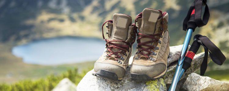 Deberás llevar un calzado cómodo, resistente y no resbaladizo para evitar posibles accidentes o dolencias