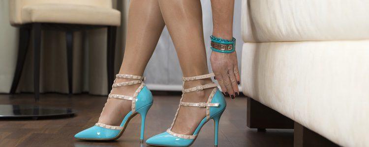 Puedes usar medias de cristal para que no te rocen los zapatos