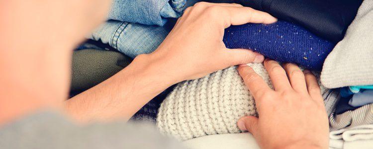 Opta por prendas sueltas de invierno que quien bien con el vestido lencero