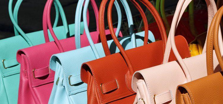 Son muchas las medidas y los colores que existen de bolsos