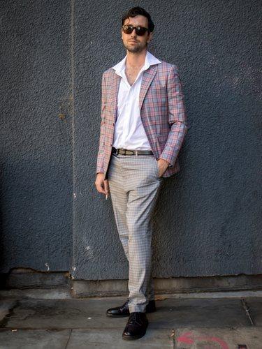 Los hombres pueden optar por un traje pero tampoco excesivamente arreglados