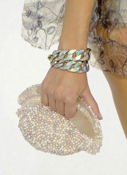 Clutch de caracola de Chanel