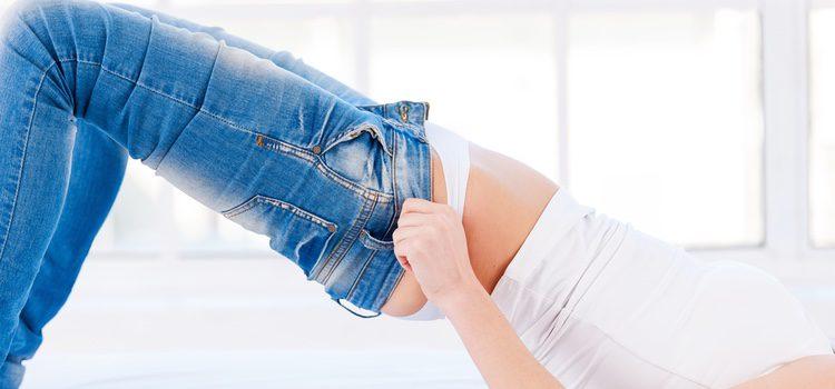 Intenta evitar los pantalones ajustados o los vaqueros pitillo