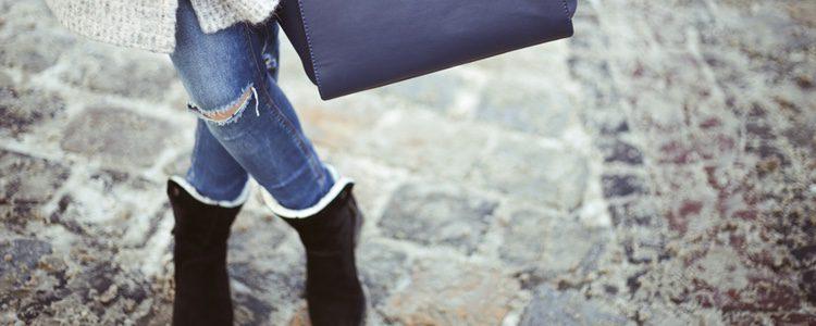 Bolso, vaqueros y botas, la mejor combinación para estos días