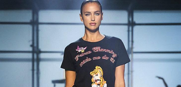 Irina Shayk desfilando para Philipp Plein en Nueva York Fashion Week
