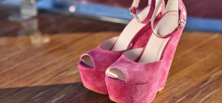Los zapatos con un acabado aterciopelado y vanguardista son la moda de esta temporada