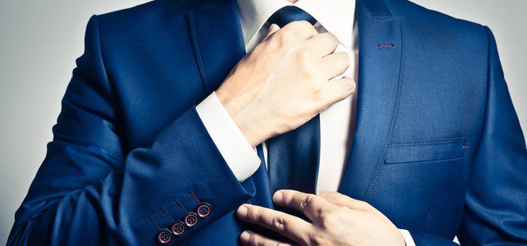 Para ellos se recomienda no llevar traje ni corbata, ya que es demasiado formal