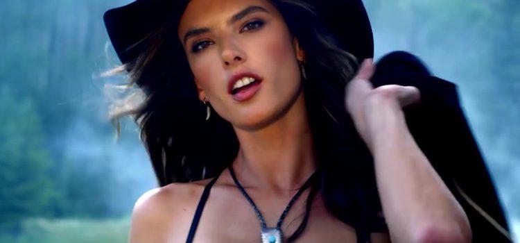 Alessandra Ambrosio en la campaña de Victoria' Secret vestida de Cowgirl