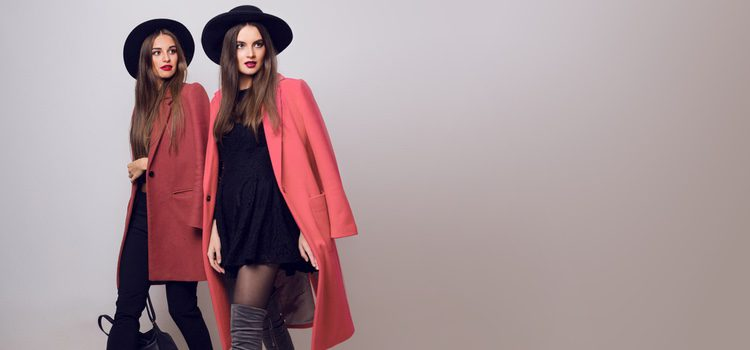 Los abrigos largos proporcionan elegancia al look