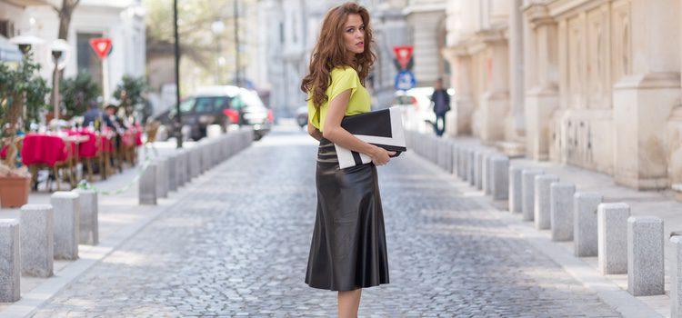La falda midi es un básico en el armario