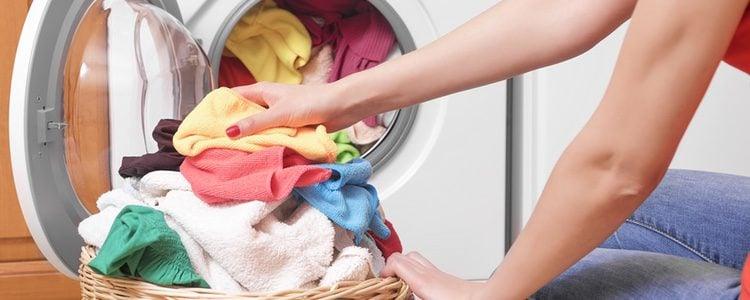 Puedes proceder a un lavado normal si no contiene forros internos