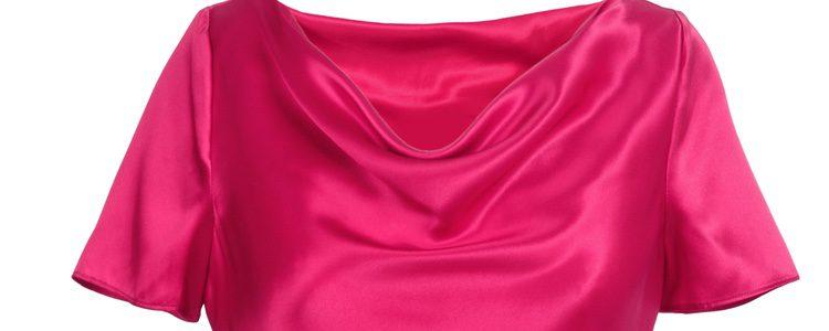 Decántate por las blusas de manga corta y de color liso