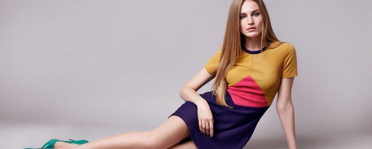 Dependiendo de los colores y el tipo de prendas que se utilice se podrá conseguir aparentar ser más bajita