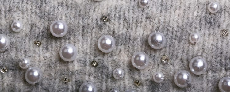 Las sudaderas con perlas también son una opción