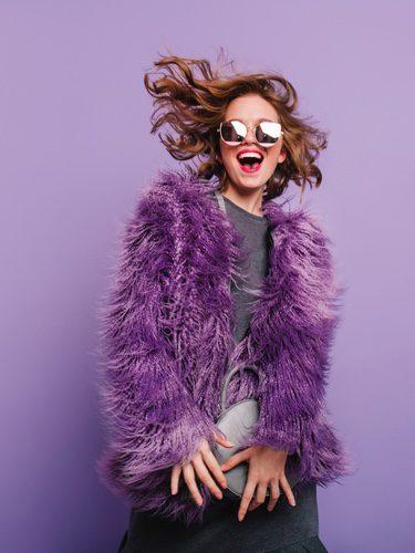 Abrigo de pelo violeta