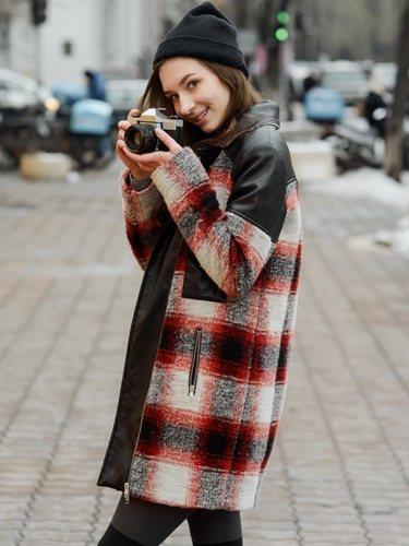 Un abrigo largo a cuadros es el mejor aliado para iniciarte en esta tendencia
