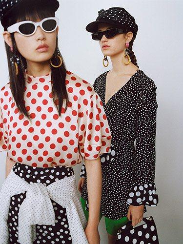 Zara es una de las principales marcas españolas que apuesta por los lunares en su nueva colección