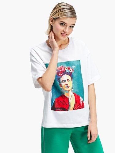 Camiseta blanca de Stradivarius con el estampado del rostro de Frida Kahlo 2018