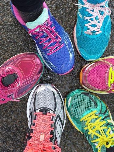 Escoge un calzado que amortigüe el deporte que hagas