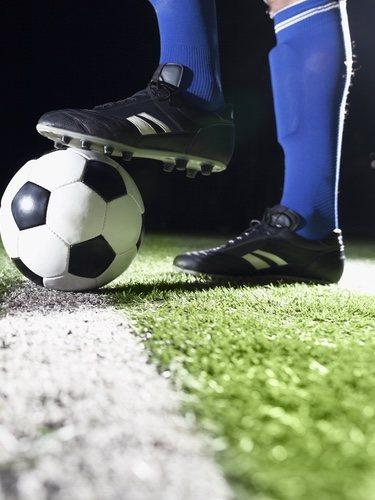 Las zapatillas para fútbol 11 deben tener tacos para un mejor agarre