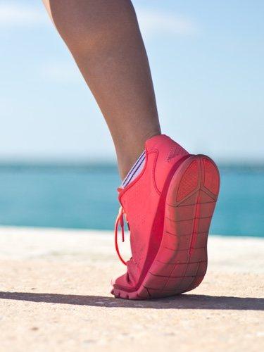 Las zapatillas deportivas para fitness tipo Crossfit están hechas de materiales mucho más resistentes