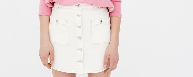 Puedes optar por la falda también en algún otro color / Marca: Pull&Bear