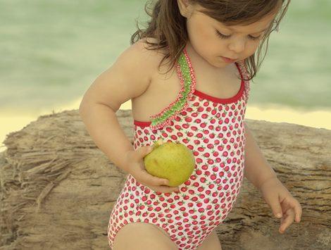 Bañador para niña de la nueva colección infantil de Dolores Cortés