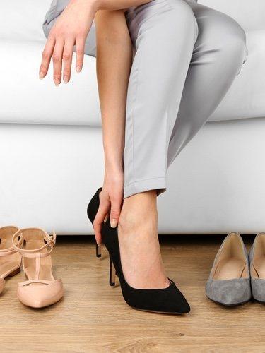 El calzado es otra de las partes importantes del lookk y debemos elegirlos una vez tengamos el outfit