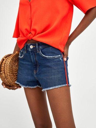 Pantalón corto vaquero con bandas laterales de Zara