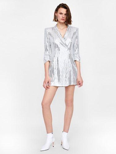 Podemos encontrar vestido blazer de lo más llamativos / Foto: Zara