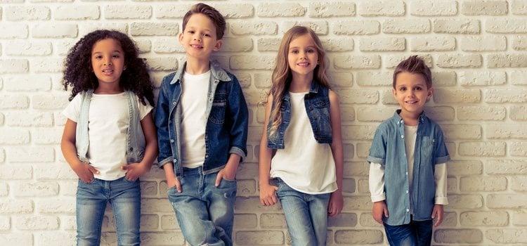 El denim es una de las tendencias en moda infantil y muy sencillas de combinar