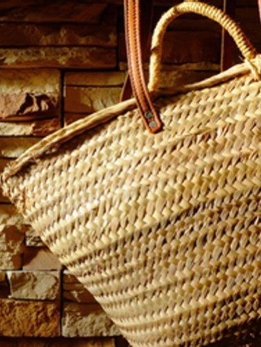El esparto es un material ideal para las bolsas y cestas de playa