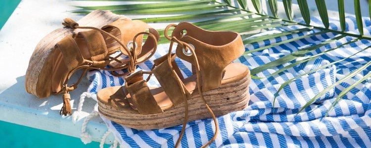 Las sandalias de cuña son tendencia verano tras verano