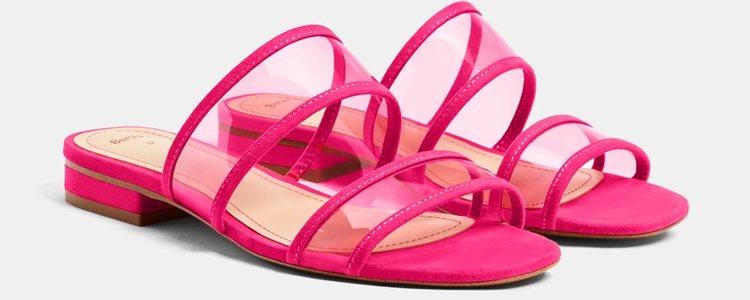 Las sandalias de vinilo pueden ser de colores/Bershka