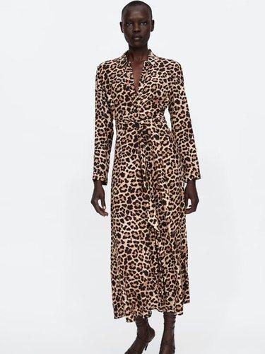 Las prendas con estampado animal print hay que combinarlas con accesorios lisos