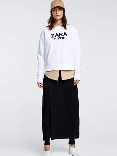 Sudadera con el logo de la marca low cost Zara