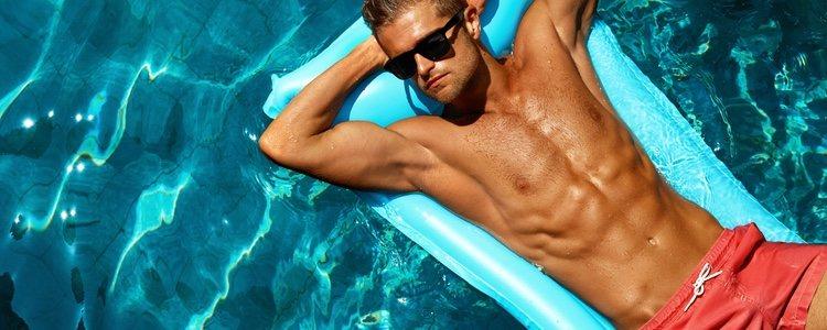 Los bañadores cuanto más cortos mejor porque molestan menos a la hora se secarse