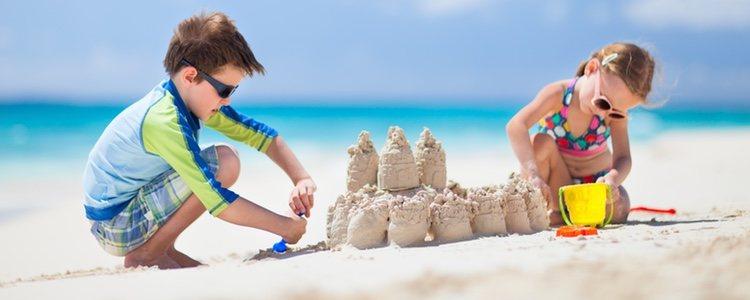 Es fundamental antes de salir de casa aplicar crema solar de alta protección