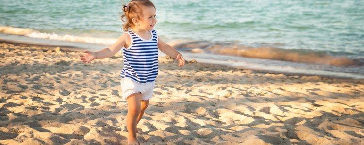 Los niños deben llevas la menos ropa posible para soportar las altas temperaturas