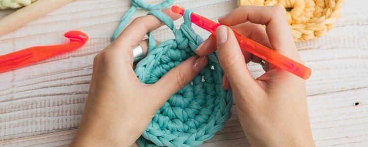 Podemos hacer una prenda crochet sin salir de casa siguiendo unos sencillos pasos
