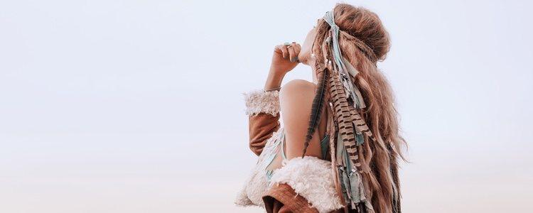 Los complementos com plumas le da un toque étnico a nuestro look