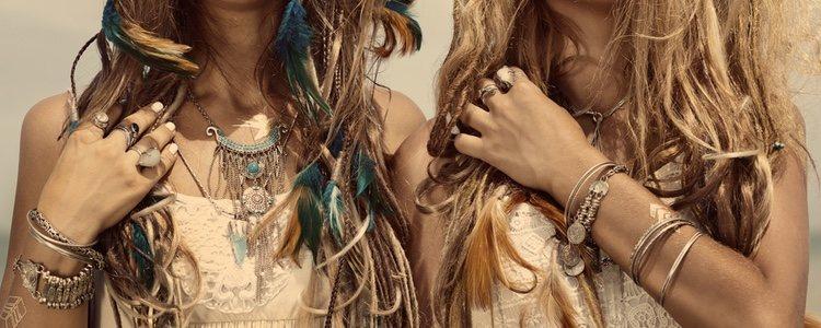 Existen también accesorios con plumas para el pelo