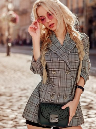 La tendencia de este año es lucir la blazer como si de un vestido se tratara