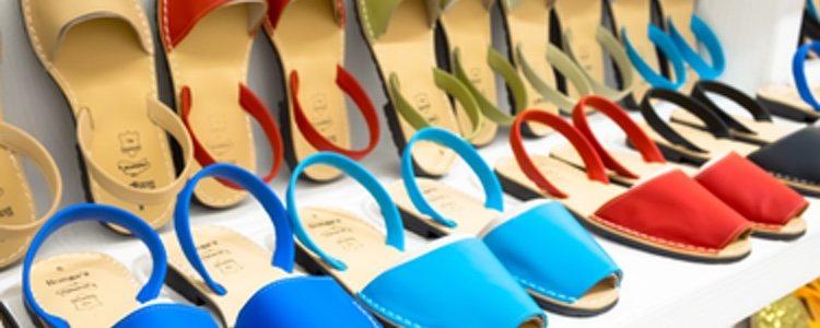 La variedad de colores hace de las menorquinas un calzado de lo más versátil