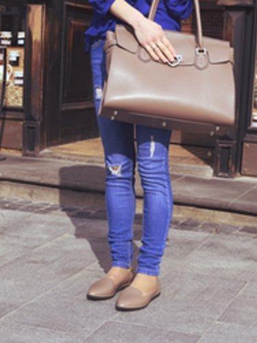 Un pantalón vaquero es la prenda ideal para combinarla con unos mocasines