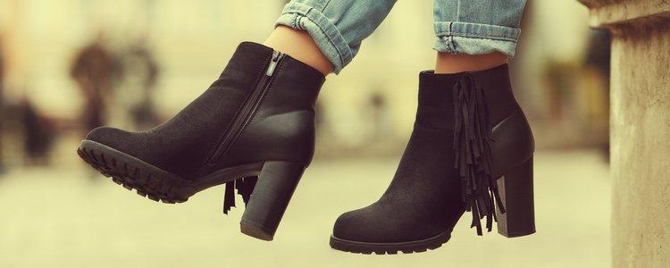 Escoge calzado de color negro para completar el disfraz