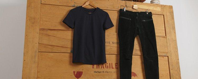 Si combinas las mallas con una camiseta, irás cómoda y arreglada
