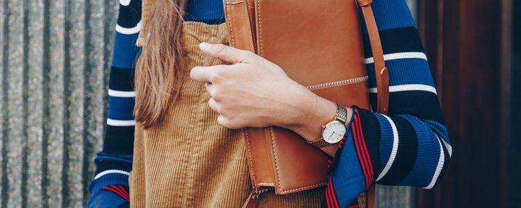 Peto de pana perfecto para combinar con blusas y jerséis